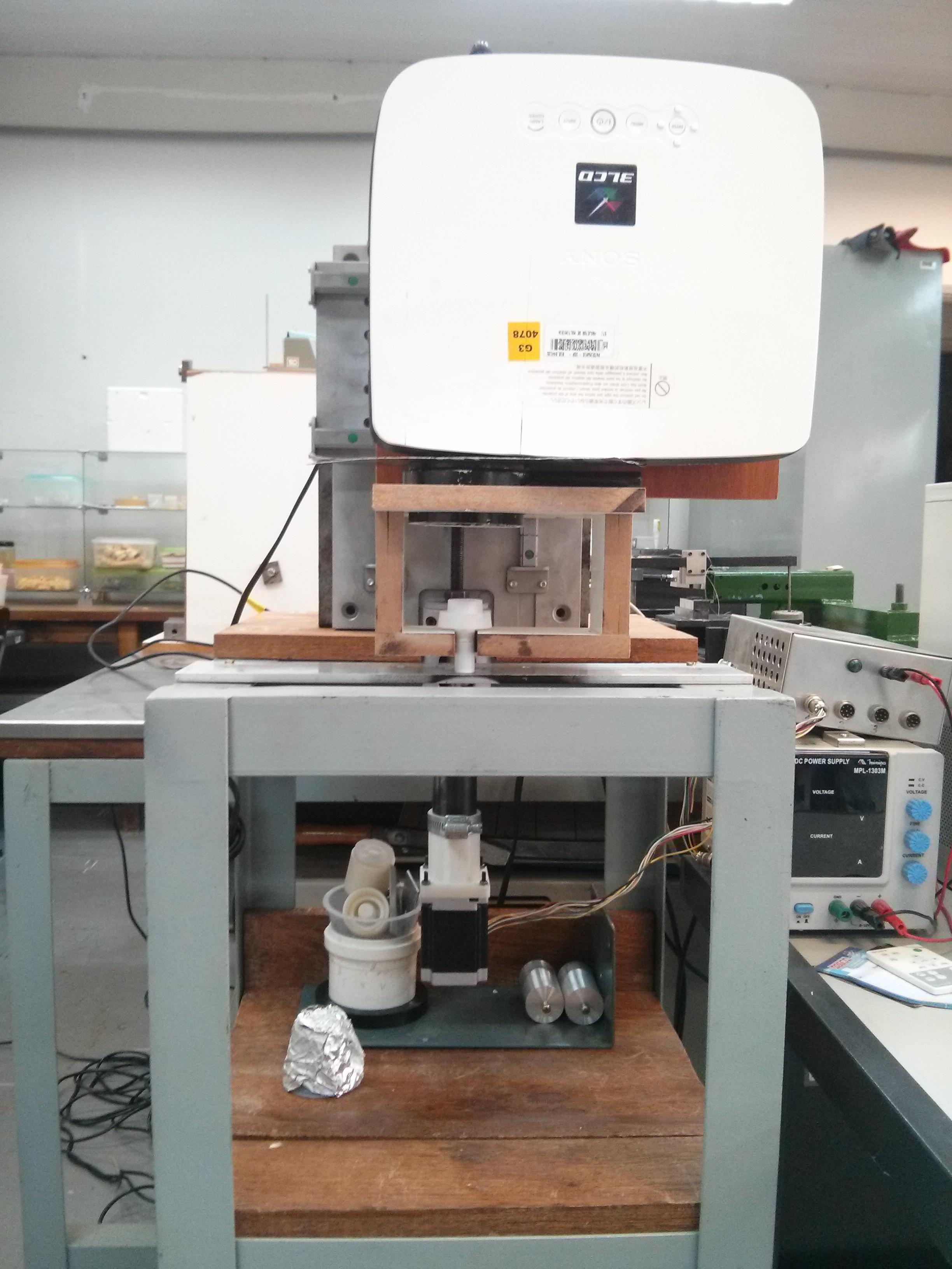 Impressora 3D DLP do laboratório da EESC
