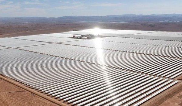 Usina Solar localizado no deserto de Marrocos