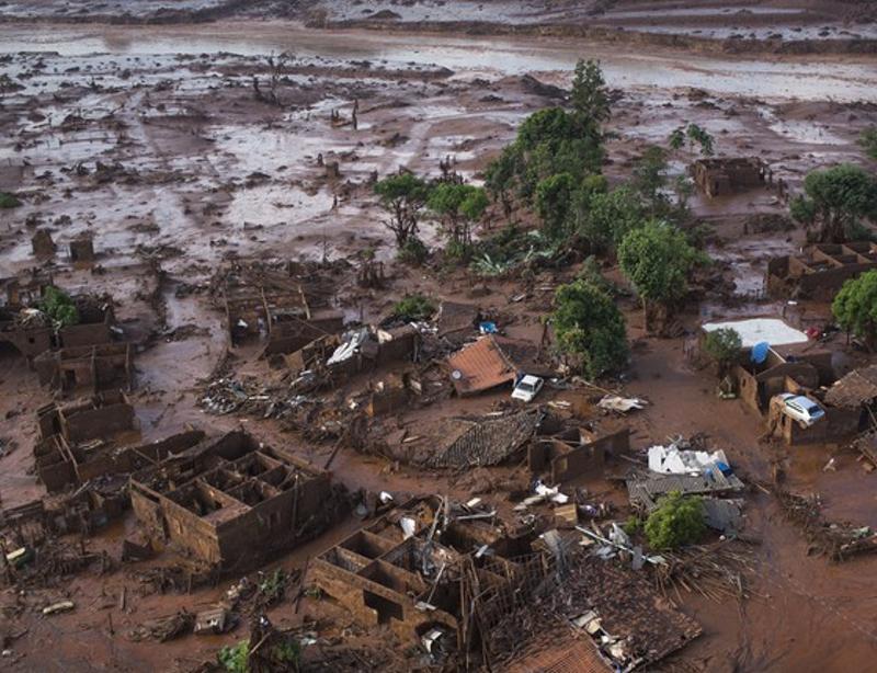 Estragos causados a cidade de Mariana