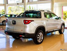 Automóveis expostos para a venda na DFSUL