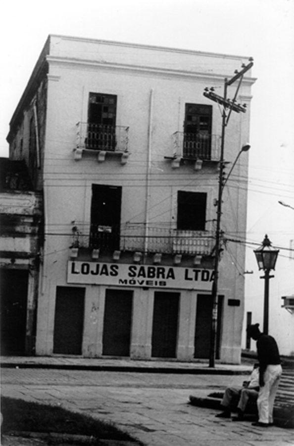 O casarão onde Clarice morou, na praça Maciel Pinheiro, em Recife.