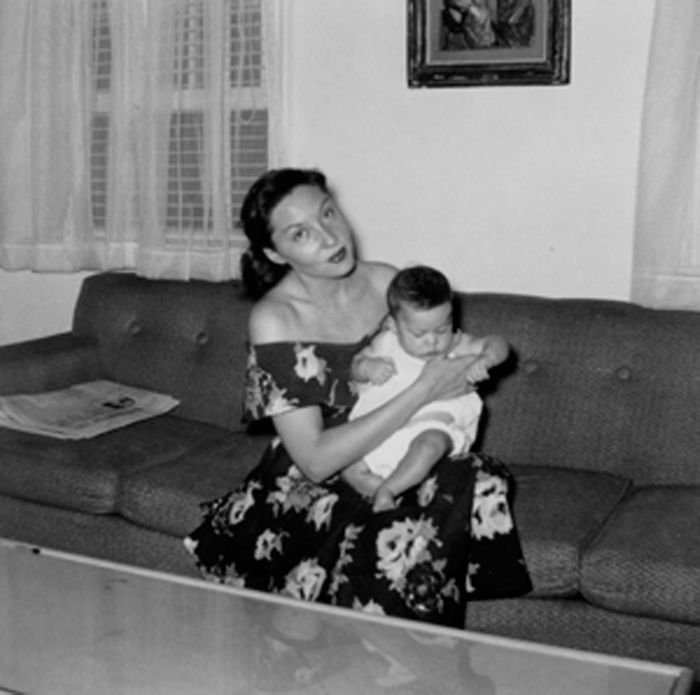 Clarice e o filho Paulo com 5 meses de idade. Jul. 1953.