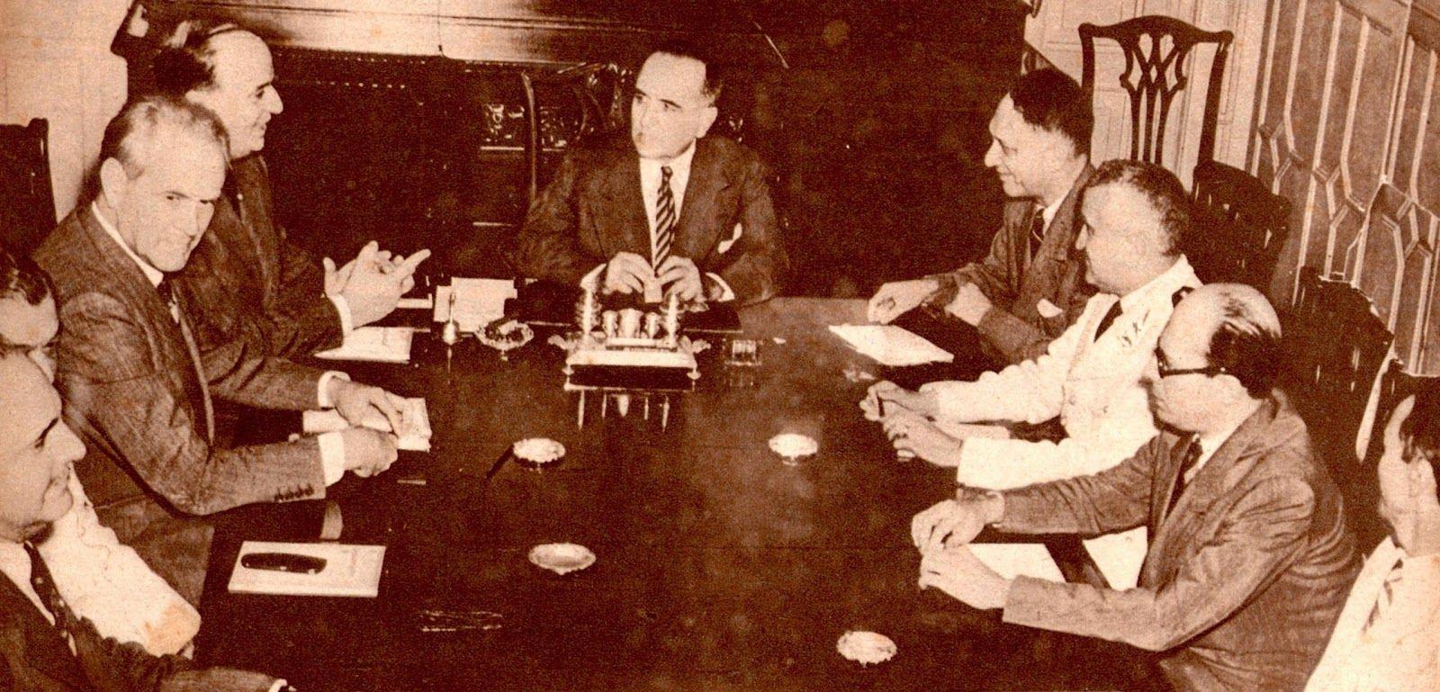 Getúlio Vargas em reunião com ministros