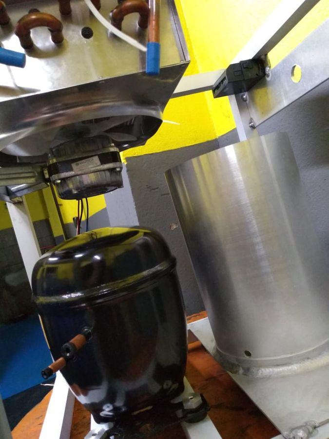 Montagem do compressor e condensador