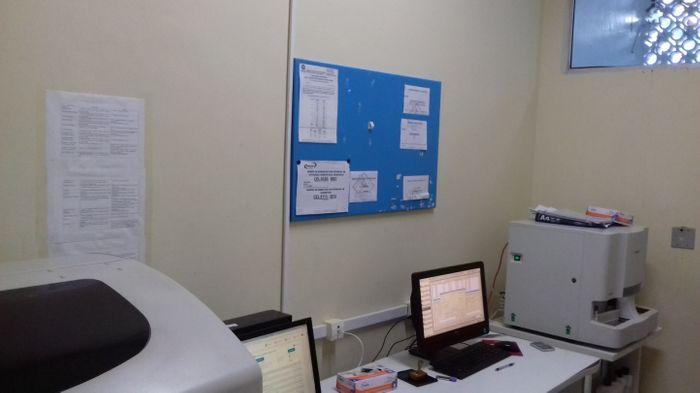 sala de análise dos setores de hematologia, bioquímica, uroanálise e imunoparasitologia.