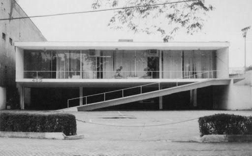 Residência Amaury Fernandes (1997), projetada por Luís Erasmo Moreira em 1965.