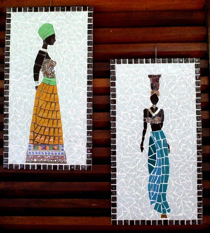 Quadro com azulejos decorados - Via: Coral Mosaicos.