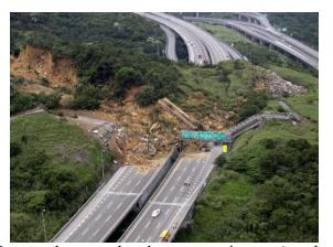 Ruptura de massa de solo e sua movimentação sobre uma estrada